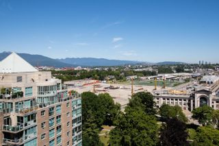 """Photo 3: 1704 1188 QUEBEC Street in Vancouver: Downtown VE Condo for sale in """"CITY GATE 1"""" (Vancouver East)  : MLS®# R2600026"""