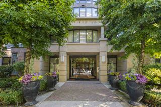 """Photo 1: 210 170 W 1ST Street in North Vancouver: Lower Lonsdale Condo for sale in """"ONE PARK LANE"""" : MLS®# R2535105"""