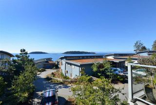 Photo 2: 5370 WAKEFIELD BEACH LANE in Sechelt: Sechelt District Townhouse for sale (Sunshine Coast)  : MLS®# R2409390