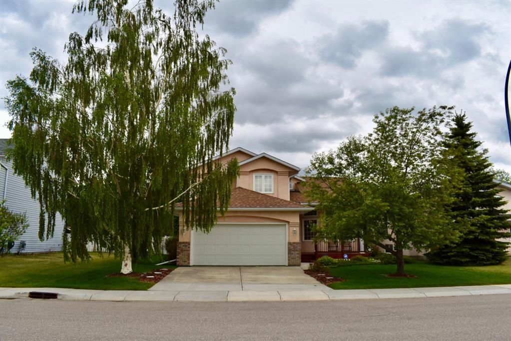 If you are looking for a High Quality Home with the Charm of a Small Town...then this is it! 36 Chinook Cres in Beiseker awaits you.