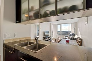 """Photo 14: 1504 3333 CORVETTE Way in Richmond: West Cambie Condo for sale in """"Wall Centre at the Marina"""" : MLS®# R2535983"""