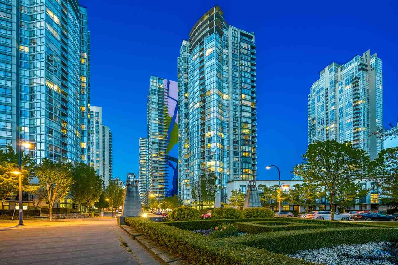 """Main Photo: 1708 1438 RICHARDS Street in Vancouver: Yaletown Condo for sale in """"AZURA I."""" (Vancouver West)  : MLS®# R2624881"""