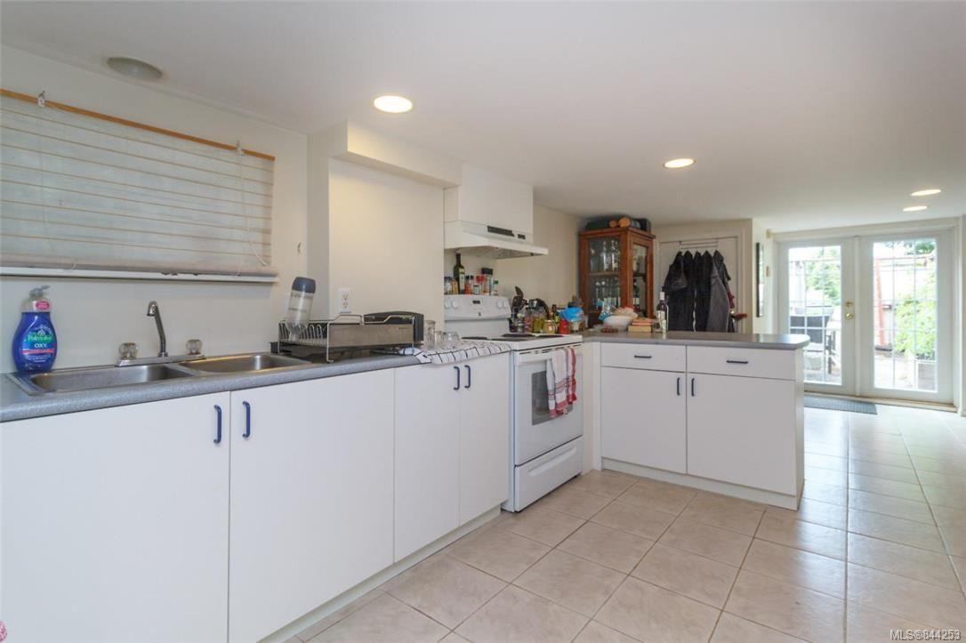 Photo 24: Photos: 2546 Garden St in Victoria: Vi Oaklands Full Duplex for sale : MLS®# 844253