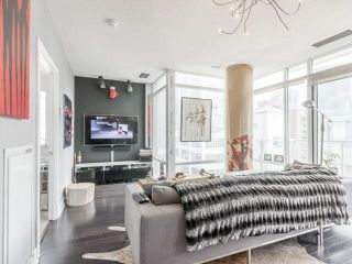 Photo 4: 90 Stadium Rd Unit #829 in Toronto: Niagara Condo for sale (Toronto C01)  : MLS®# C4246586