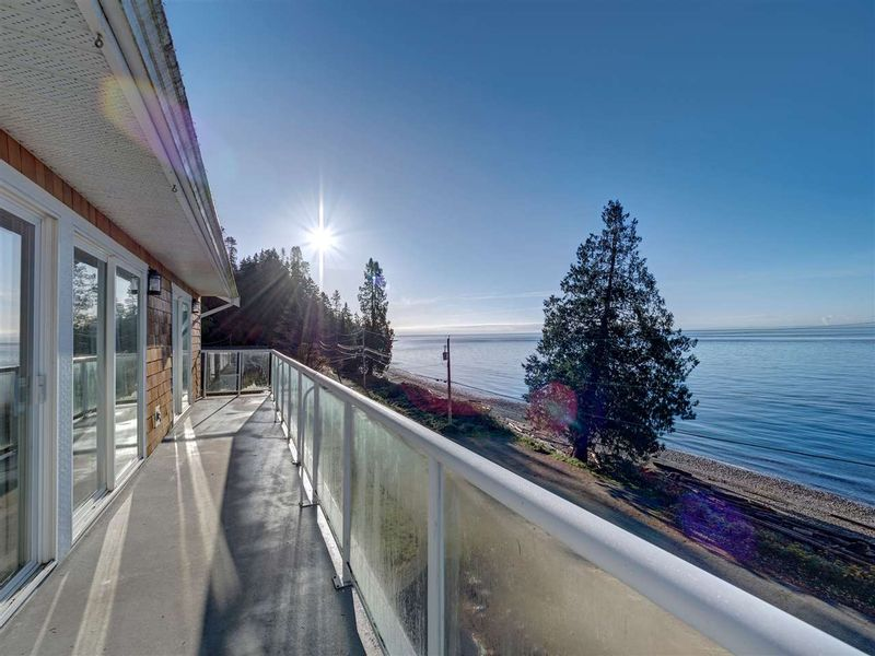 FEATURED LISTING: 1810 OCEAN BEACH Esplanade Gibsons