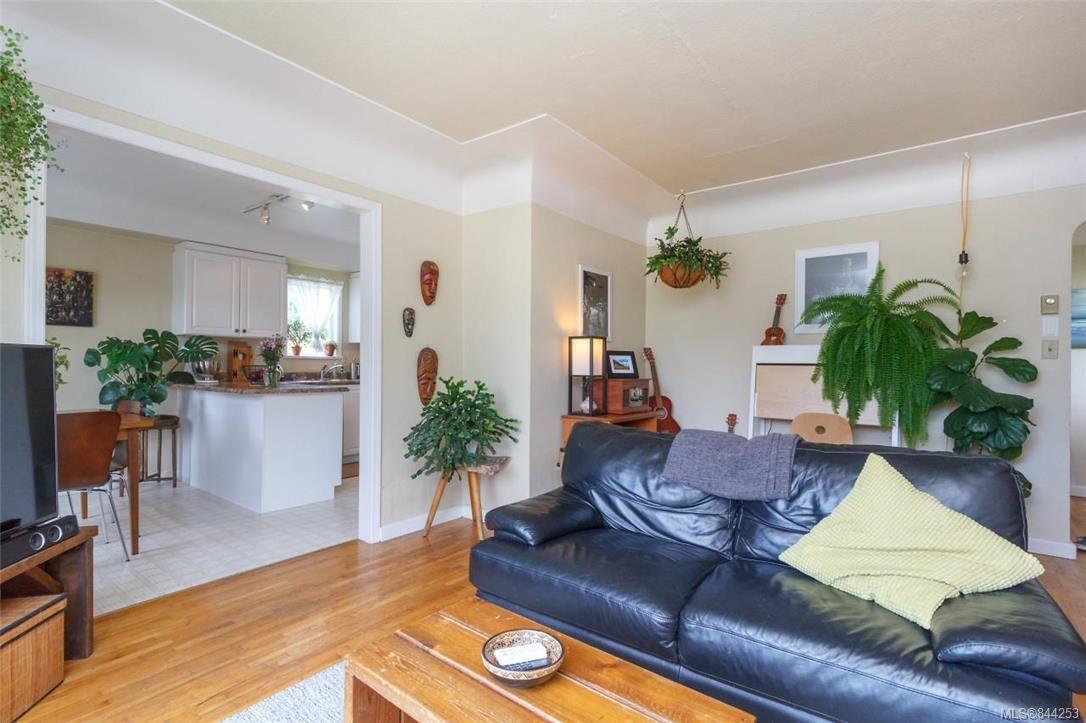 Photo 5: Photos: 2546 Garden St in Victoria: Vi Oaklands Full Duplex for sale : MLS®# 844253