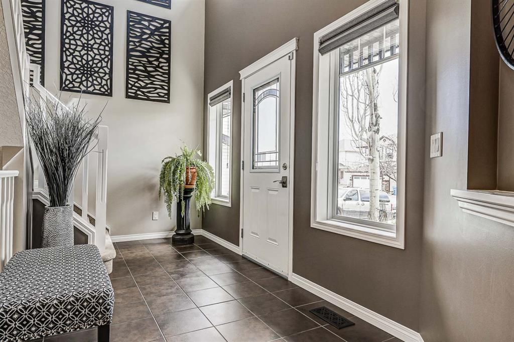 Photo 2: Photos: 66 Everhollow Rise SW in Calgary: Evergreen Detached for sale : MLS®# A1101731