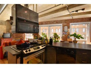 """Photo 3: 404 27 ALEXANDER Street in Vancouver: Downtown VE Condo for sale in """"THE ALEXIS AND ALEXANDER"""" (Vancouver East)  : MLS®# V955790"""