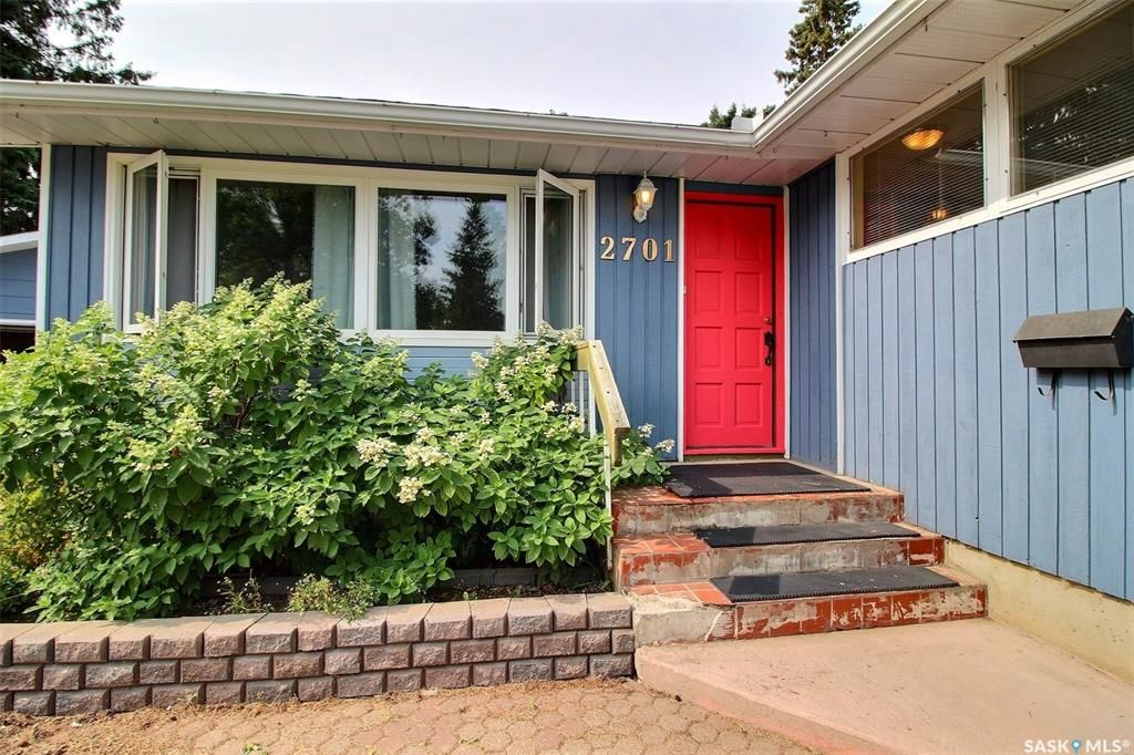 Main Photo: 2701 Steuart Avenue in Prince Albert: Crescent Heights Residential for sale : MLS®# SK867401