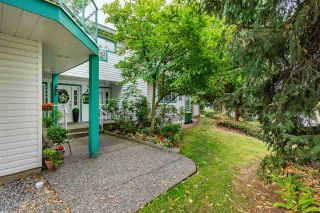 """Photo 2: 1001 21937 48 Avenue in Langley: Murrayville Townhouse for sale in """"Orangewood"""" : MLS®# R2428223"""