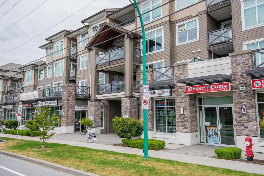 "Main Photo: 263 6758 188 STREET Avenue in Surrey: Cloverdale BC Condo for sale in ""Calera"" (Cloverdale)  : MLS®# R2577091"