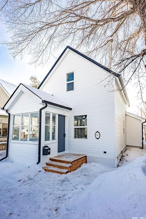 Main Photo: 317 25th Street West in Saskatoon: Caswell Hill Residential for sale : MLS®# SK841178