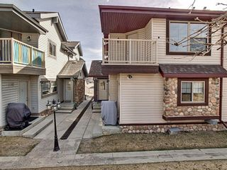 Main Photo: 206 15 Everridge Square SW in Calgary: Evergreen Row/Townhouse for sale : MLS®# A1093066