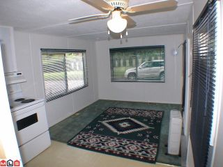 """Photo 3: 5 24330 FRASER Highway in Langley: Otter District Manufactured Home for sale in """"LANGLEY GROVE ESTATES"""" : MLS®# F1015305"""
