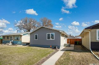 Photo 1: 1114 Confederation Drive in Saskatoon: Massey Place Residential for sale : MLS®# SK849347