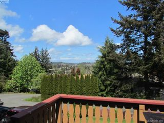 Photo 3: 28 70 Cooper Rd in VICTORIA: VR Glentana Manufactured Home for sale (View Royal)  : MLS®# 838209