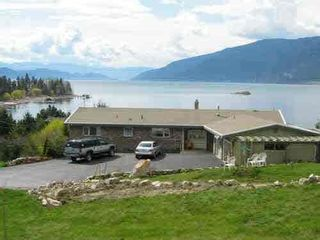 Photo 1: 15924 Carrs Landing Road, in Lake Country: House for sale : MLS®# 10238191