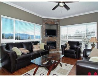 """Photo 4: A115 33755 7TH Avenue in Mission: Mission BC Condo for sale in """"THE MEWS"""" : MLS®# F2830733"""