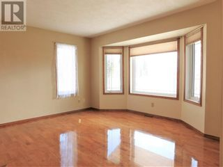 Photo 4: Beautifully maintained 4 bedroom home on the East end of Edson
