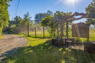 Photo 3: 3473 Dove Creek Rd in : CV Courtenay West House for sale (Comox Valley)  : MLS®# 880284