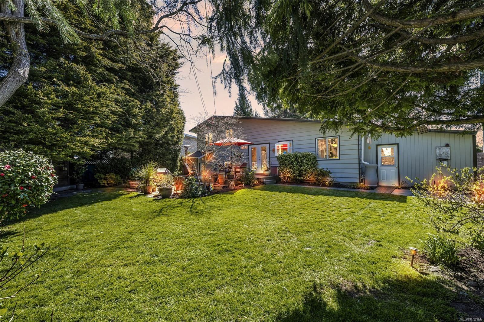 Photo 25: Photos: 1690 Blair Ave in : SE Lambrick Park House for sale (Saanich East)  : MLS®# 872166