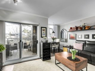 """Photo 7: 201 2665 W BROADWAY in Vancouver: Kitsilano Condo for sale in """"MAGUIRE BUILDING"""" (Vancouver West)  : MLS®# R2565478"""