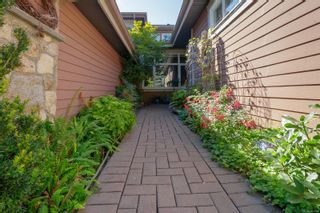 Photo 2: 6 974 Sutcliffe Rd in : SE Cordova Bay Row/Townhouse for sale (Saanich East)  : MLS®# 883584