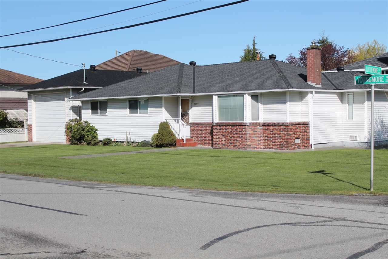 Main Photo: 3891 YOUNGMORE ROAD in : Seafair House for sale : MLS®# R2050200