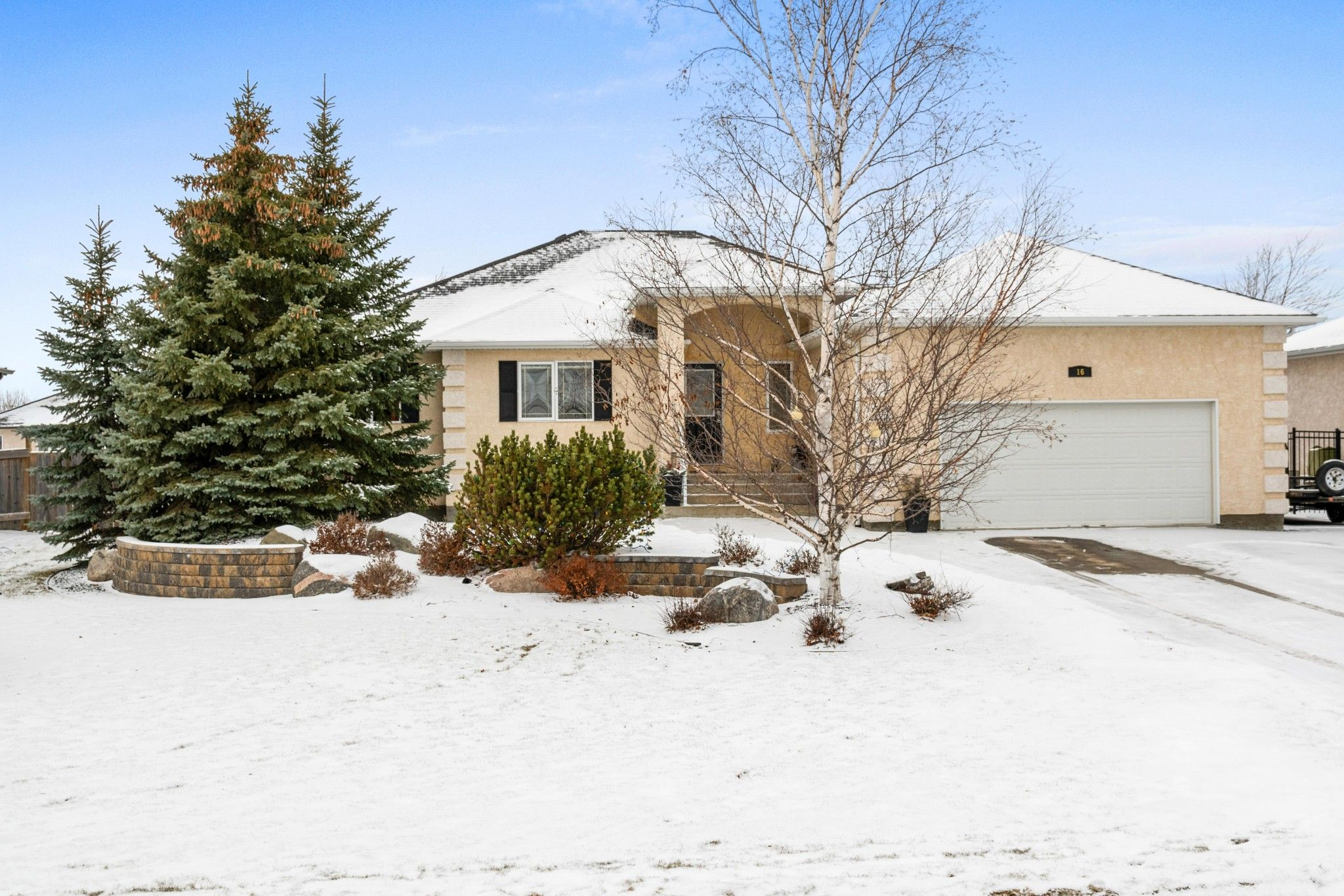 IMMACULATE custom built 1787 sf bungalow (05), 3 bedrooms up, 2 bedrooms in fully finished lower level in Oakbank!