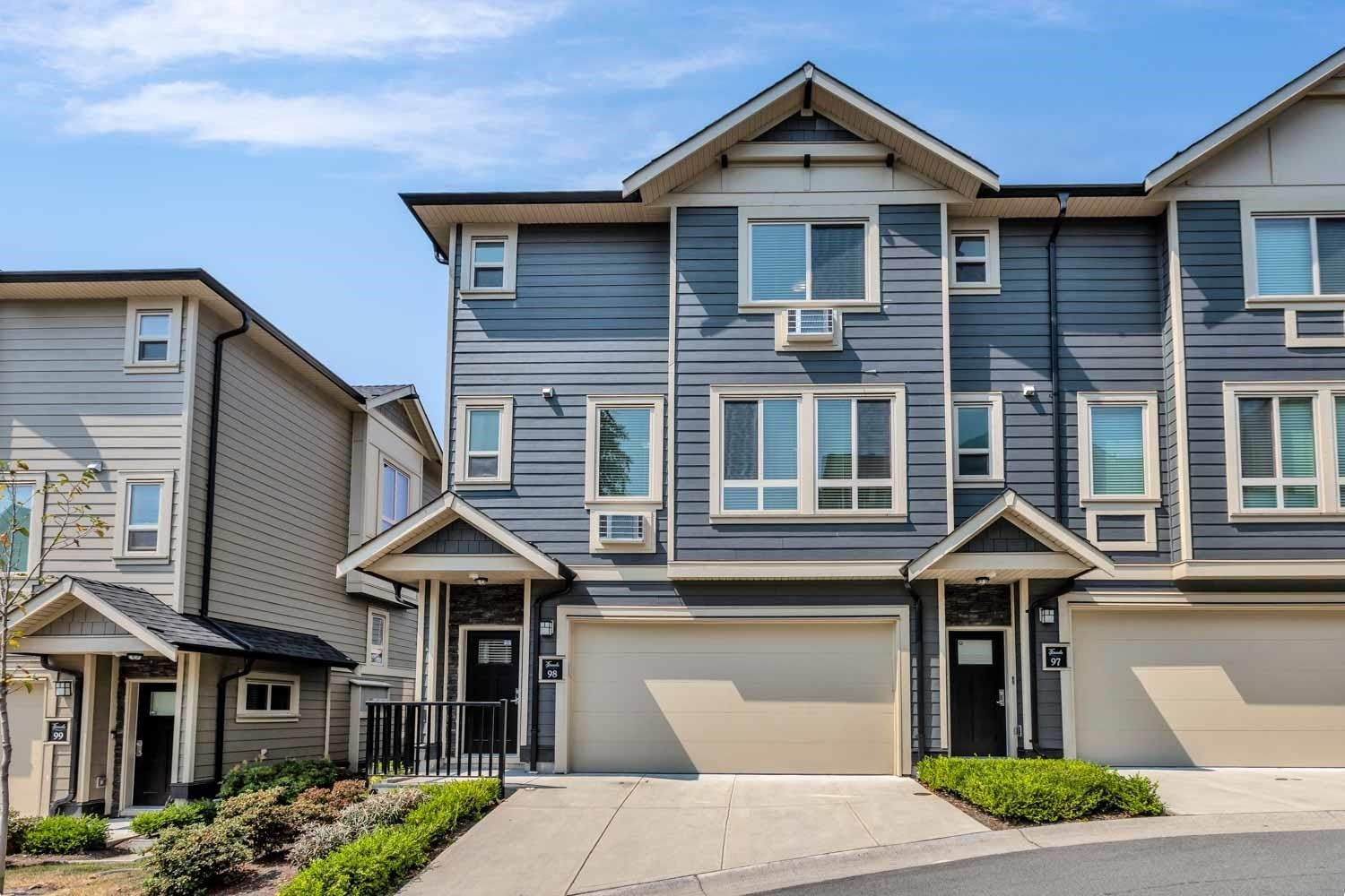Main Photo: 98 19913 70 Avenue in Langley: Willoughby Heights Townhouse for sale : MLS®# R2606437