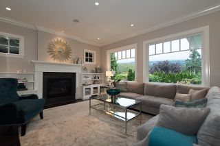 """Photo 10: 939 INGLEWOOD Avenue in West Vancouver: Sentinel Hill House for sale in """"Sentinel Hill"""" : MLS®# R2143743"""