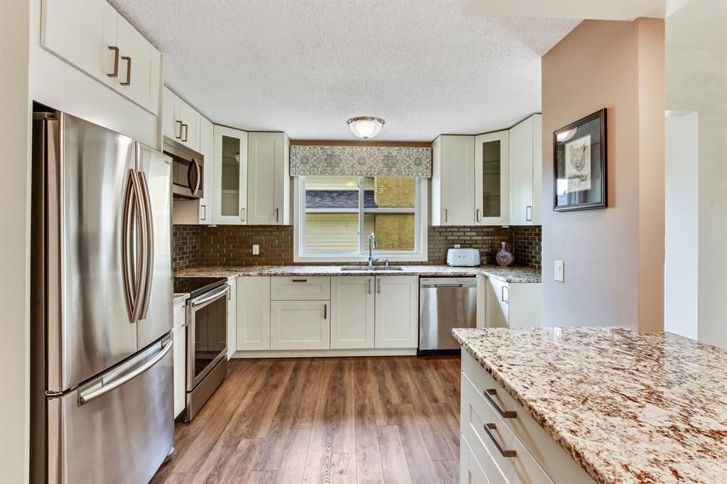 Main Photo: 147 Silver Springs Drive NW in Calgary: Silver Springs Detached for sale : MLS®# A1117159