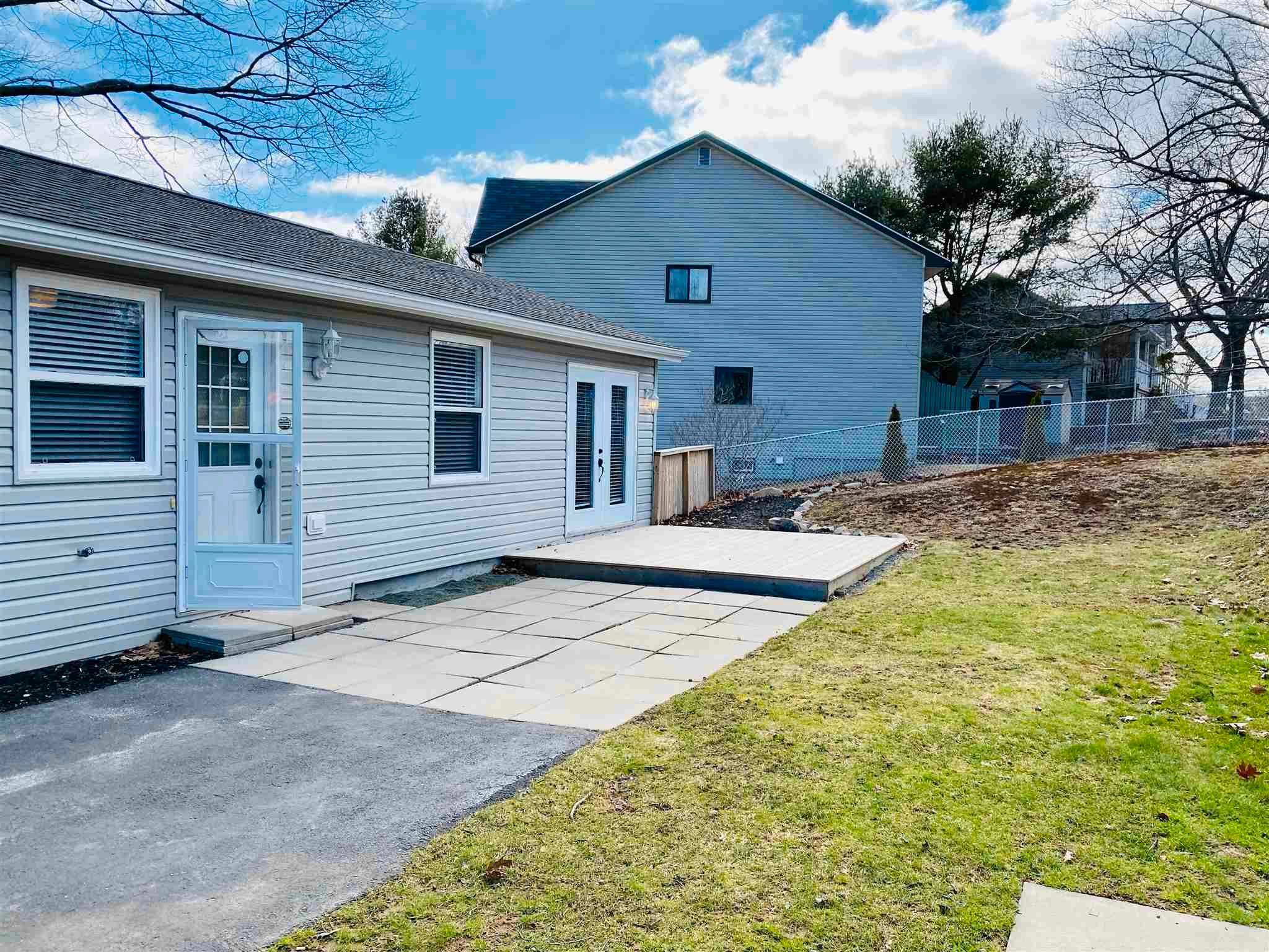 Main Photo: 43 Sunnydale Crescent in Bedford: 20-Bedford Residential for sale (Halifax-Dartmouth)  : MLS®# 202107606