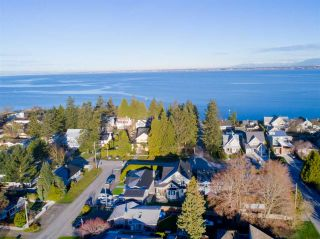 "Photo 4: 3033 MCBRIDE Avenue in Surrey: Crescent Bch Ocean Pk. House for sale in ""Crescent Beach"" (South Surrey White Rock)  : MLS®# R2280525"