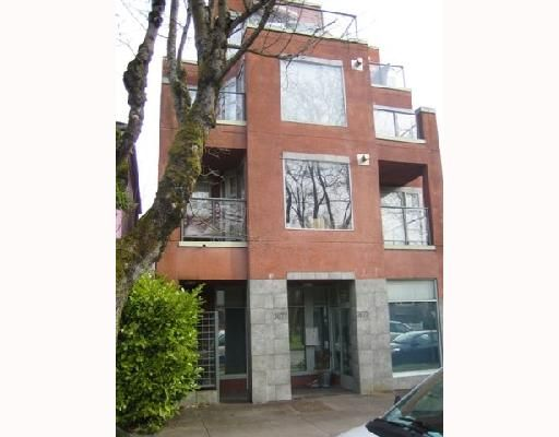 "Main Photo: 101 3673 W 11TH Avenue in Vancouver: Kitsilano Condo for sale in ""ALMA COURT"" (Vancouver West)  : MLS®# V705715"