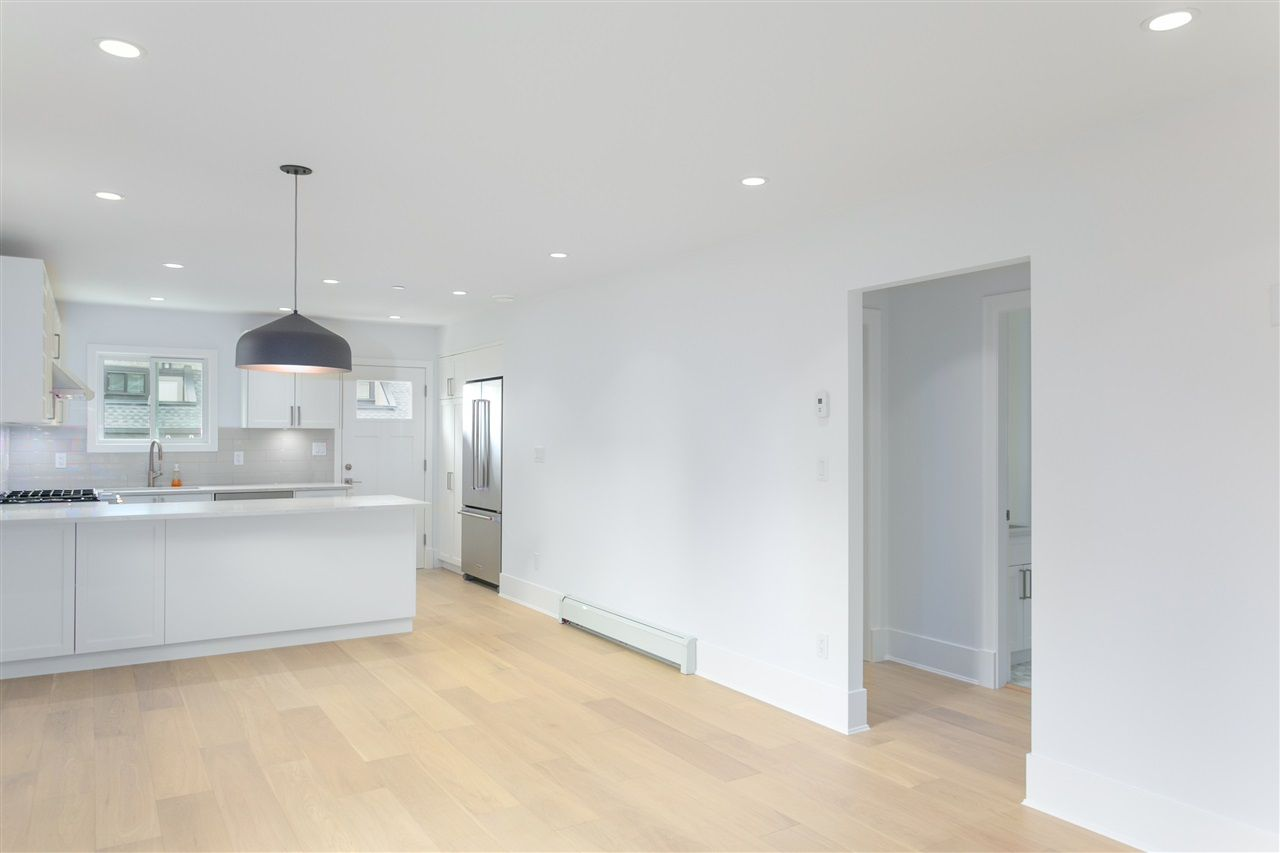 Photo 3: Photos: 5051 SHERBROOKE Street in Vancouver: Knight House for sale (Vancouver East)  : MLS®# R2516247