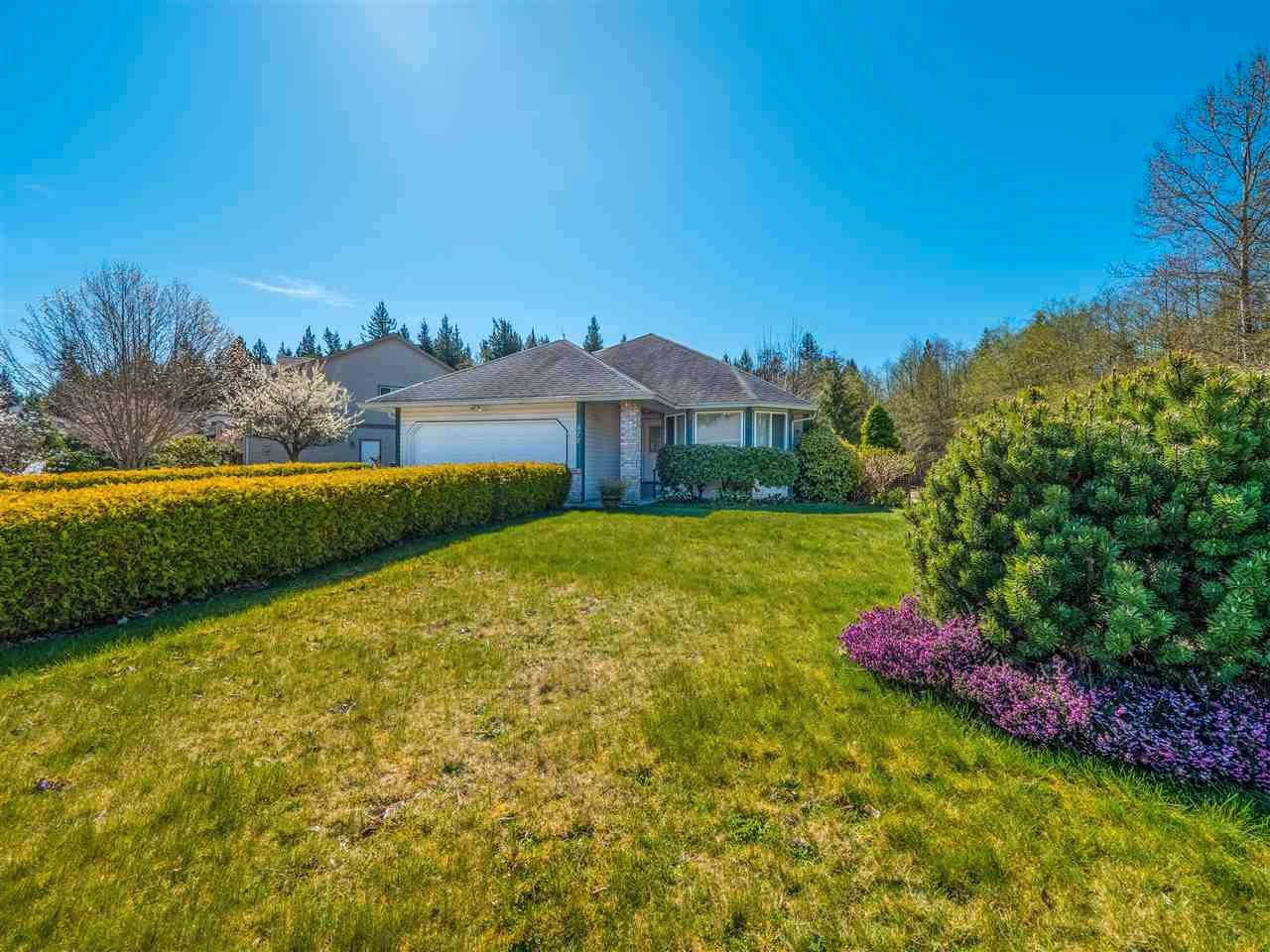 Main Photo: 877 INGLIS Road in Gibsons: Gibsons & Area House for sale (Sunshine Coast)  : MLS®# R2566657