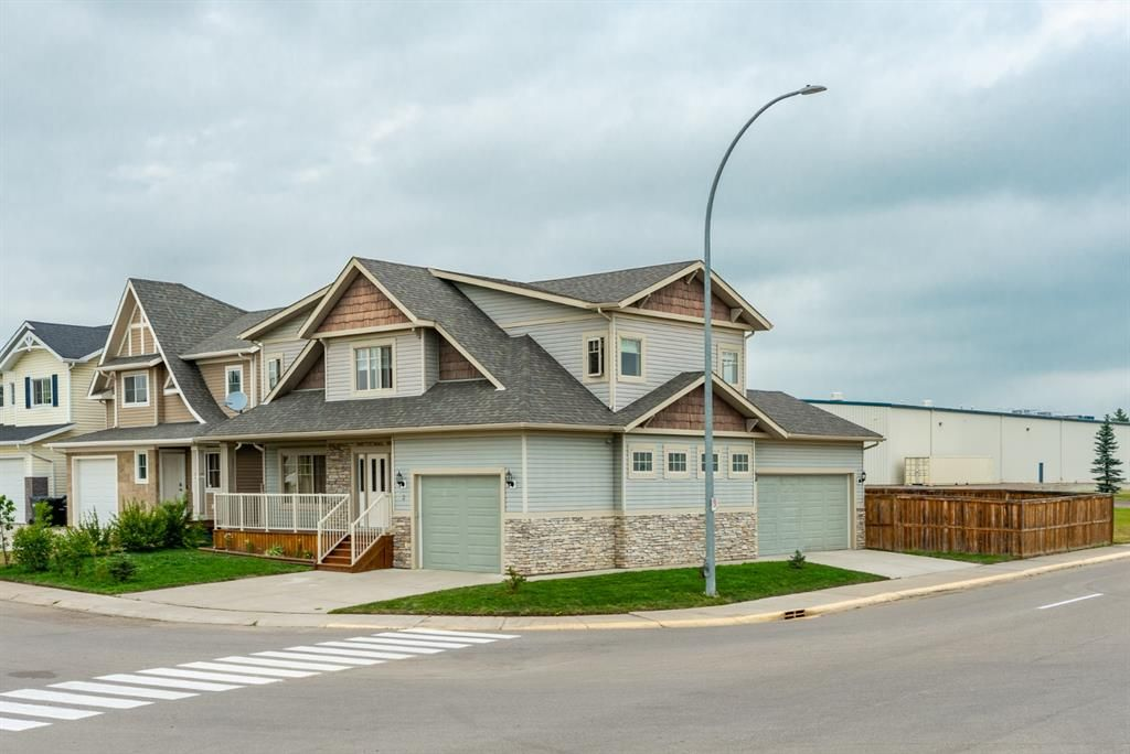 Main Photo: 2 Mackenzie Way: Carstairs Detached for sale : MLS®# A1132226