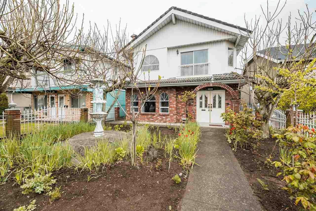 Photo 3: Photos: 5984 E VICTORIA Drive in Vancouver: Killarney VE House for sale (Vancouver East)  : MLS®# R2571656