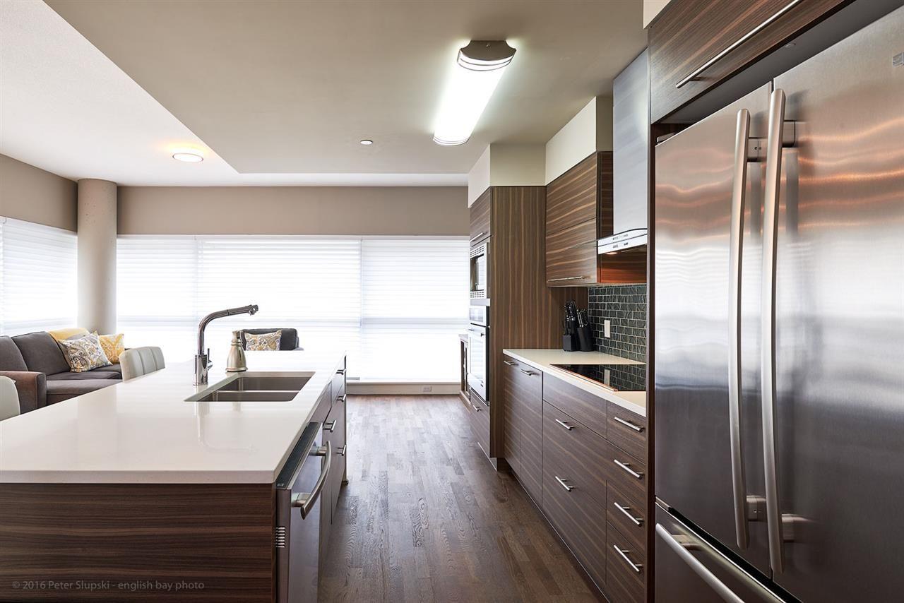 Photo 2: Photos: 401 317 BEWICKE Avenue in North Vancouver: Hamilton Condo for sale : MLS®# R2118583