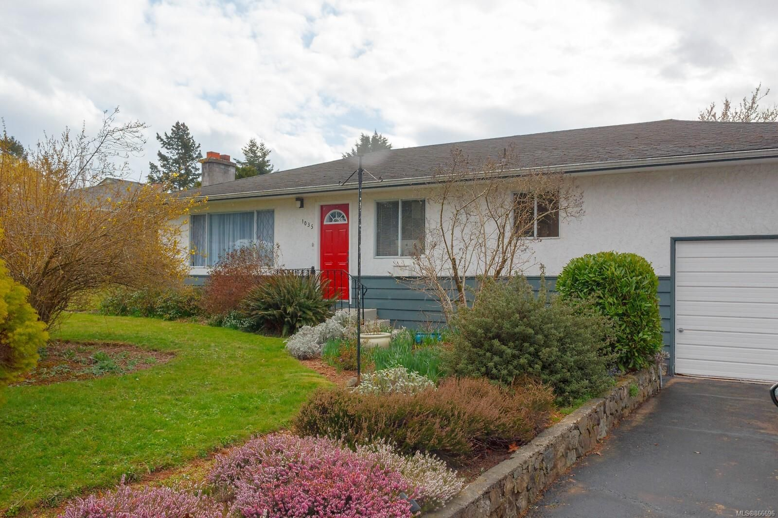 Main Photo: 1035 Stellys Cross Rd in : CS Brentwood Bay House for sale (Central Saanich)  : MLS®# 866696