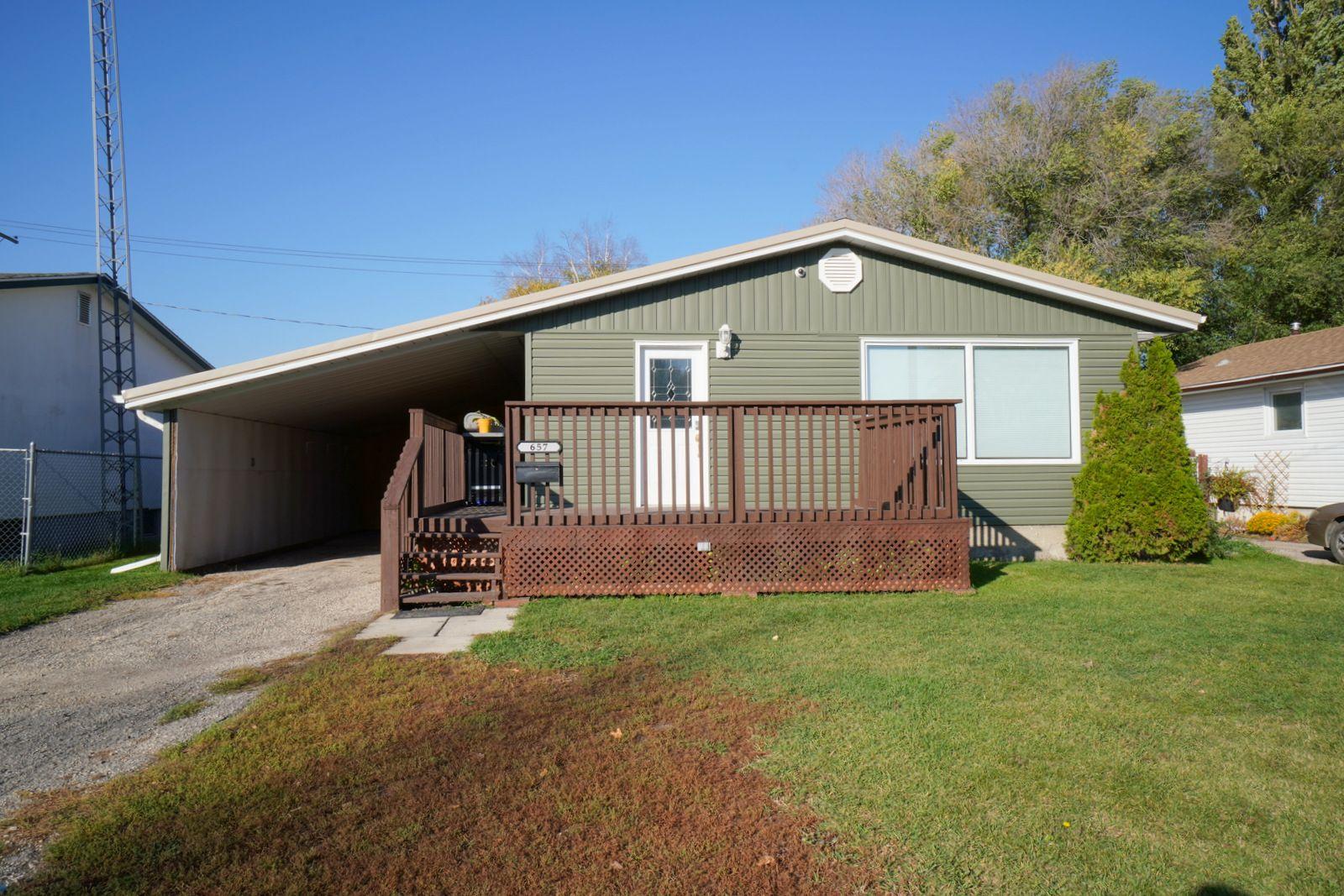 Main Photo: 657 4th St NE in Portage la Prairie: House for sale : MLS®# 202124572