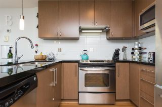 Photo 7: 306 15775 CROYDON Drive in Surrey: Grandview Surrey Condo for sale (South Surrey White Rock)  : MLS®# R2258973