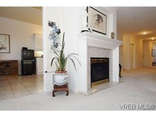 Photo 5: 8 942 Boulderwood Rise in VICTORIA: SE Broadmead Row/Townhouse for sale (Saanich East)  : MLS®# 527520