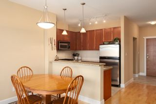 Photo 7: 405 4280 MONCTON Street in Richmond: Home for sale : MLS®# V991423