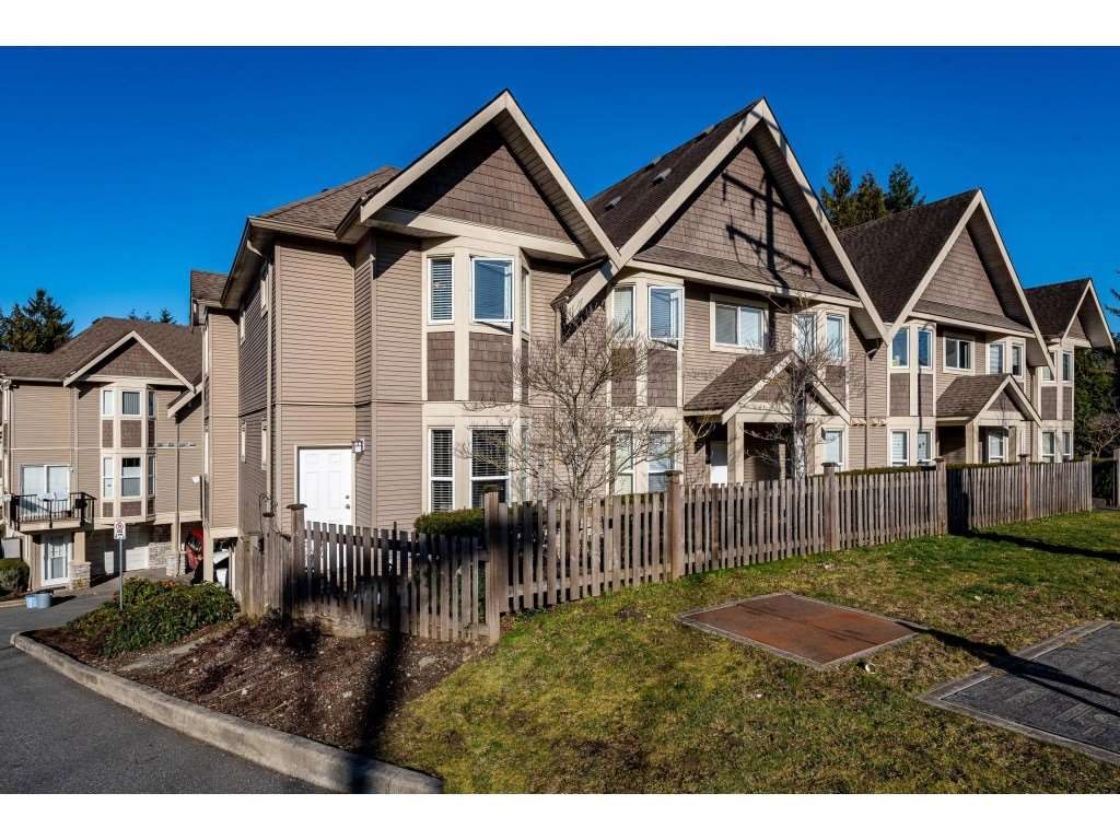 """Main Photo: 1 33321 GEORGE FERGUSON Way in Abbotsford: Central Abbotsford Townhouse for sale in """"Cedar Lane"""" : MLS®# R2438184"""