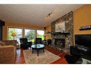 Photo 2: 1619 Barksdale Dr in VICTORIA: SE Lambrick Park House for sale (Saanich East)  : MLS®# 618275