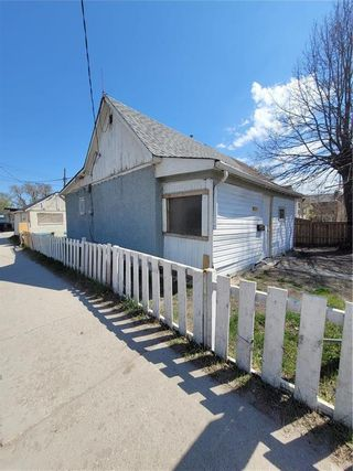 Photo 3: 781 Alfred Avenue in Winnipeg: North End Residential for sale (4A)  : MLS®# 202111749