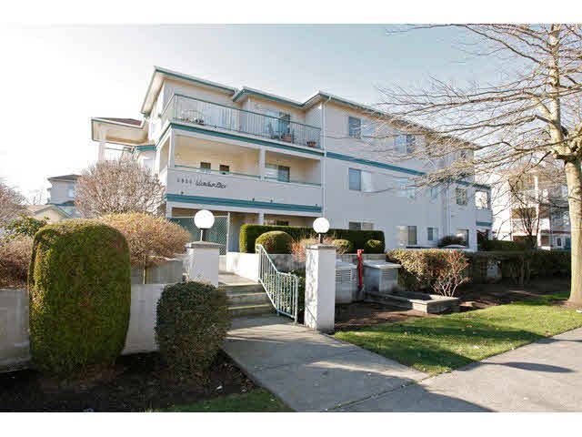 "Main Photo: 311 5955 177B Street in Surrey: Cloverdale BC Condo for sale in ""WINDSOR PLACE"" (Cloverdale)  : MLS®# F1433073"