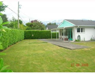 """Photo 10: 1381 COTTONWOOD Crescent in North Vancouver: Norgate House for sale in """"NORGATE"""" : MLS®# V772980"""